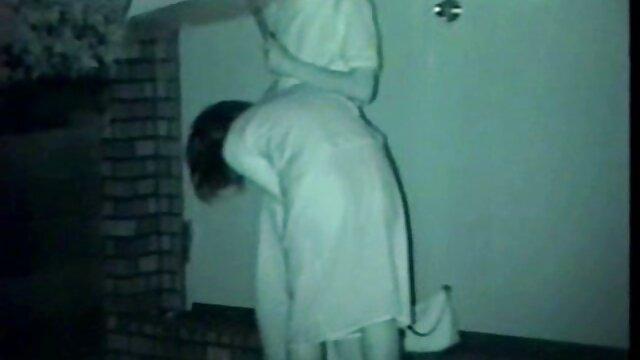Seks mobile bokep jepang di kamar mandi setelah lelucon bodoh